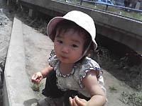 ザリガニ釣りの時の娘