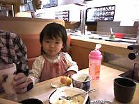 寿司食べてる娘