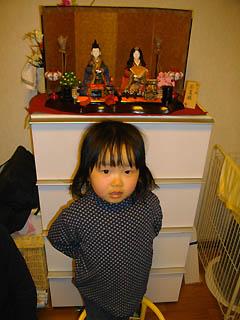 雛人形と娘