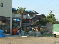 地震で壊れた家