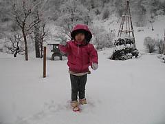 雪だるま製作中