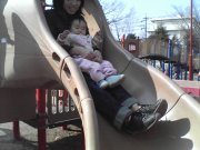 公園で滑り台