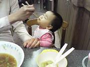 娘もラーメンを食べる
