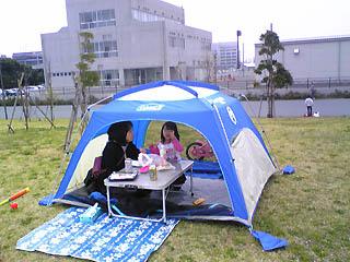 テントでお昼ごはん